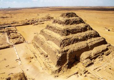 o Complexo de Sakkara em Giza