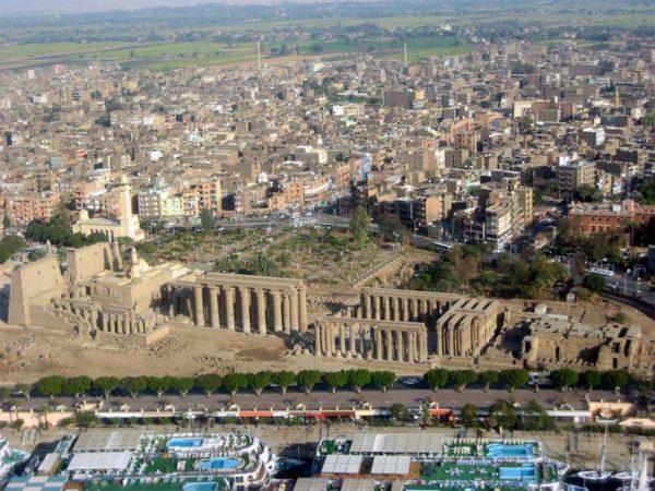 Luxor por cima